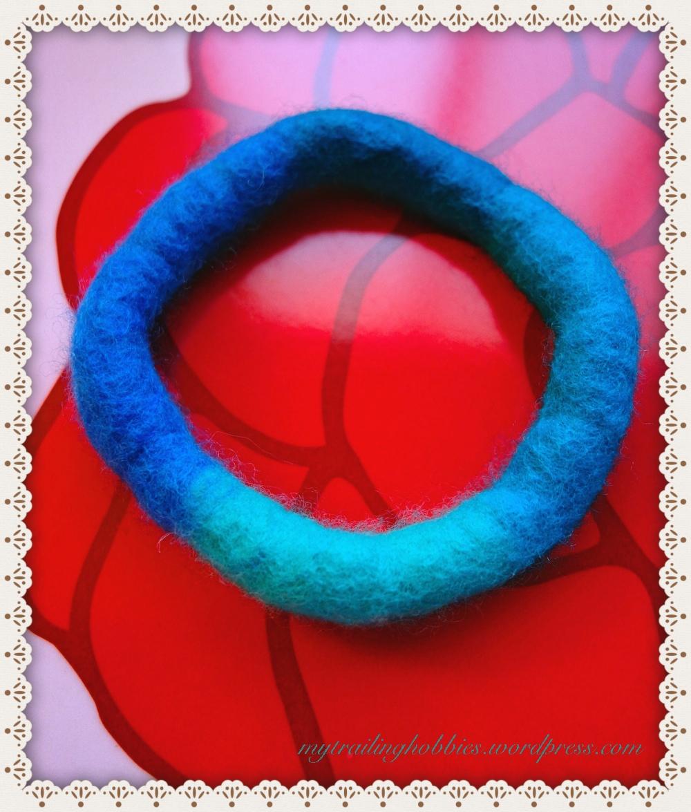 wet felted bracelet - the Wave (c)mytrailinghobbies.wordpress.com