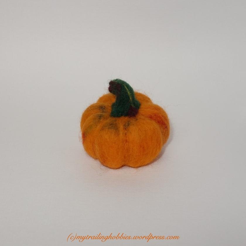 Needle Felted Pumpkin (c)mytrailinghobbies.wordpress.com