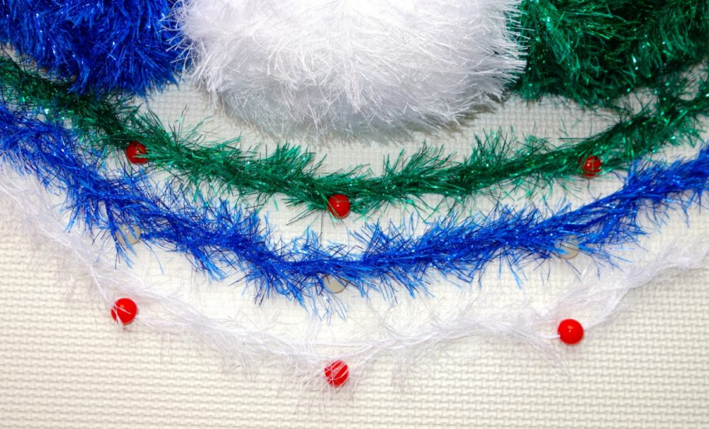 finger-crochet-holiday-garland-necklace